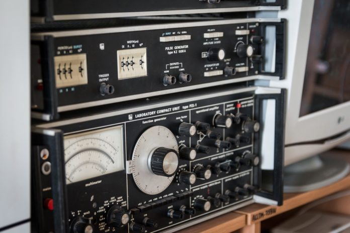electronics-2791674_1920