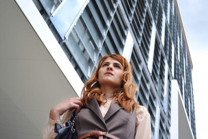 business-woman-portrait-1997285_1920