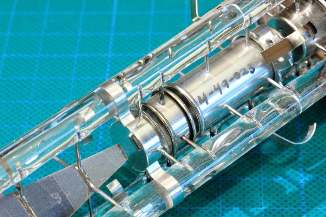 electron-2021067_1920